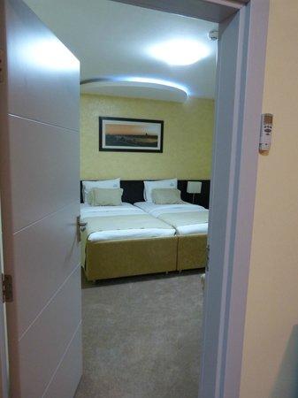 Hotel Nevski: bedroom