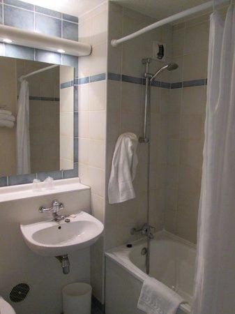 Timhotel Paris XVII Bd Berthier: Bathroom