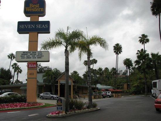 BEST WESTERN Seven Seas: Front view - Entrance from street