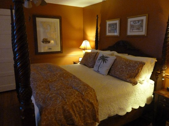 The Hibiscus House Bed & Breakfast: The Palm Room