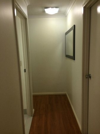 View Pacific Holiday Apartments: Hall way