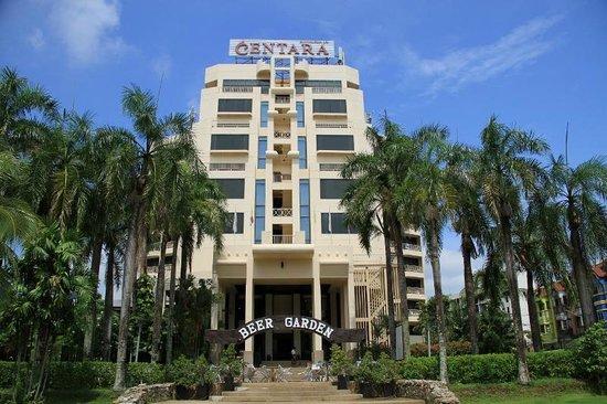 Centara Karon Resort Phuket: hotel entrance