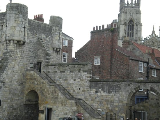 York City Walls: Another access option to the York Walls