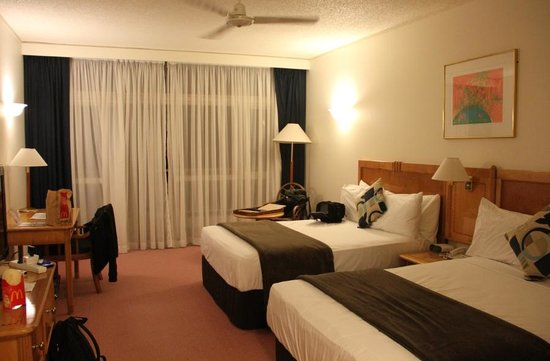 Rydges Tradewinds Cairns: typical twin room