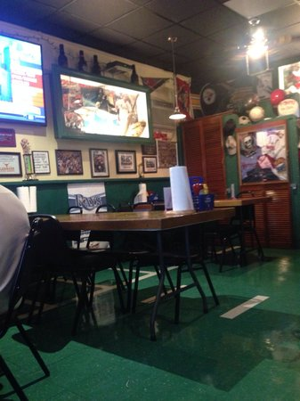 Beanie's Bar & Sports Grill : Friendly