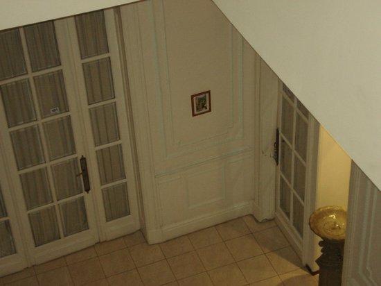 Mari Plaza Hotel : Interior del hotel en doble altura