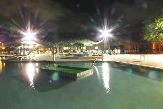 Sunscape Curacao Resort Spa & Casino : Piscinas e bar