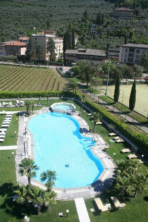 Hotel Savoy Palace - TonelliHotels : View from our balcony of the pool
