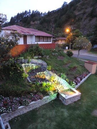Casa de Montana Bed & Breakfast : Jardín Frontal