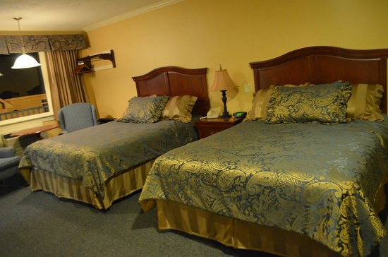 Golden Gables Inn : 2 Queen Bed Room
