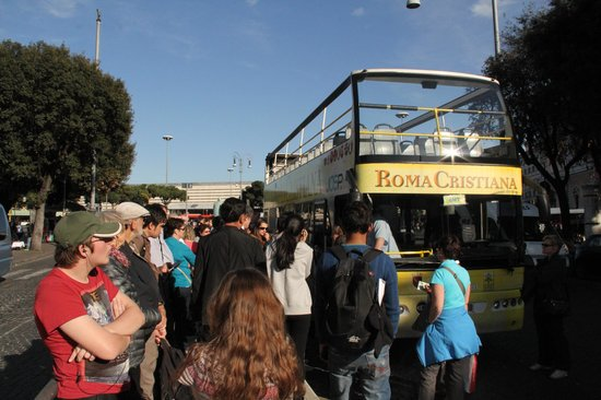 Roma Cristiana Hop On Hop Off Bus : buses did not allow to go in for long time