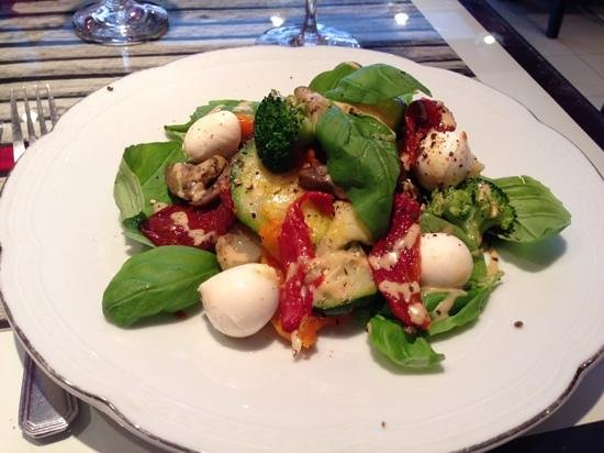 Il Due Resto Cafe : Warm, mixed vegetable salad