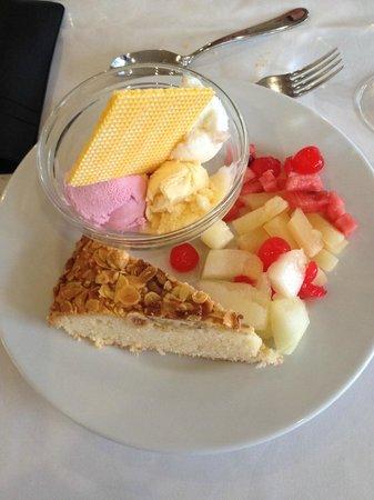 H10 Las Palmeras : Assiette de desserts