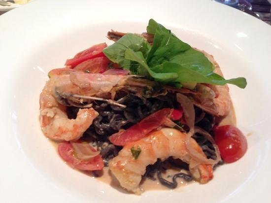 Il Due Resto Cafe : Spaghetti with prawns and cherry tomatoes