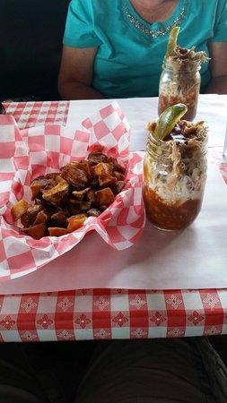 B B's Lawnside Bar-b-que: Skillet Fries and BBQ sunday