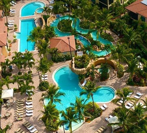 Naples Bay Resort : территория бассейнов