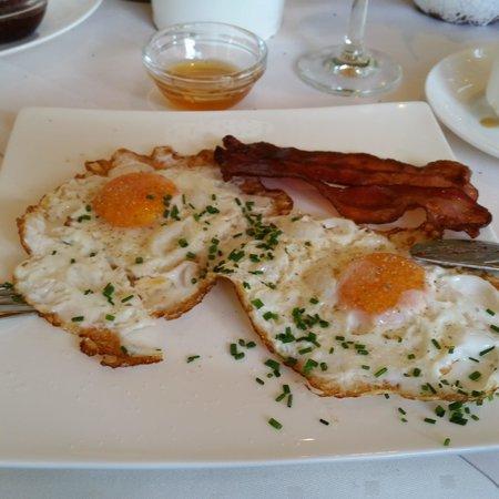 BEST WESTERN PLUS Berghotel Rehlegg: yummy breakfast