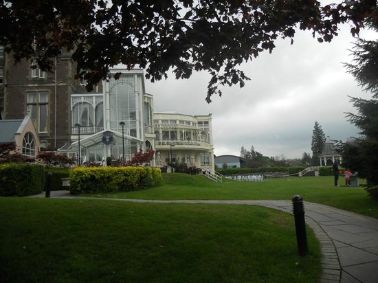 Crieff Hydro Hotel and Resort: Hotel from side driveway