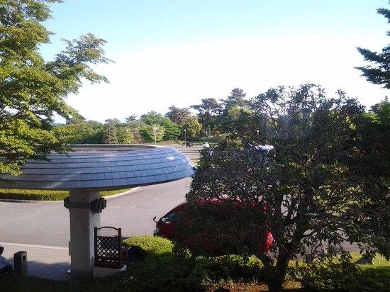 Laforet Resort Shuzenj: ホテル棟の北側2階窓からの景色、雲がなければ富士山が良く見えます!