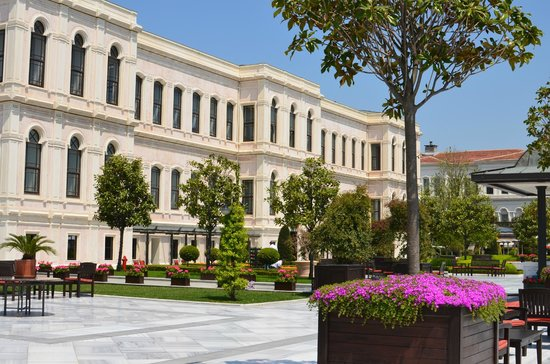 Four Seasons Istanbul at the Bosphorus: edificio del hotel