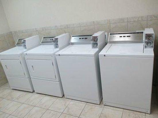 Best Western Plus Waxahachie Inn & Suites: Guest Laundry