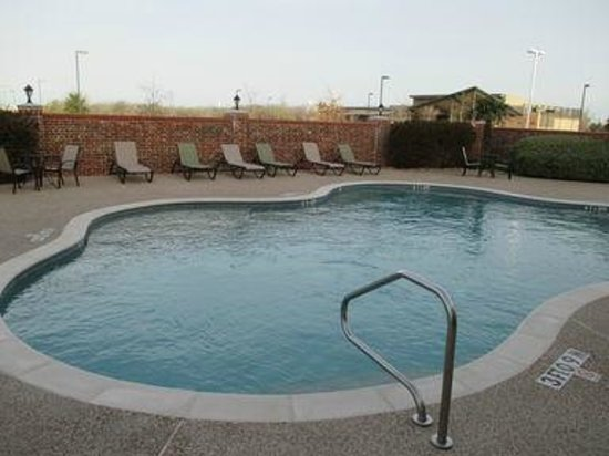 Best Western Plus Waxahachie Inn & Suites: Guest Pool