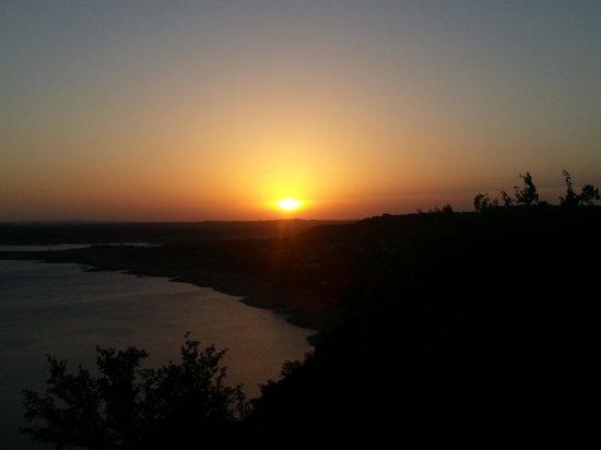 La Villa Vista: sunset on the lake