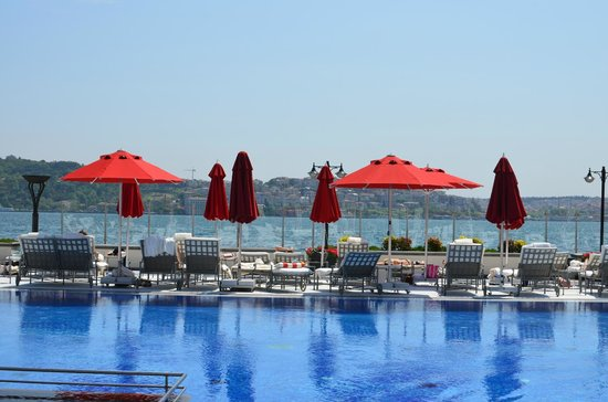 Four Seasons Istanbul at the Bosphorus: piscina