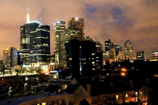 Mantra on Jolimont : vista noturna de janela, 7-o andar norte