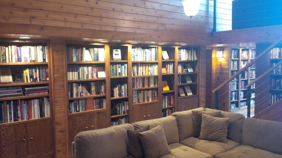 Canoe Bay: the Lodge library