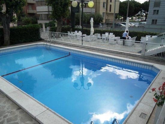 Hotel Clitunno : piscina perfetta
