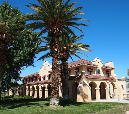 Mojave National Preserve: Kelso Depot and visitor's center