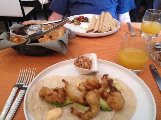 Imprevist: shrimp tacos for brunch one day