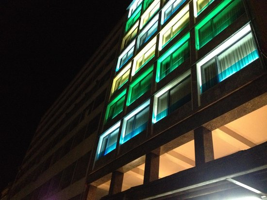 Athens Center Square: Gap between the colorful hotel and the next obsolete building