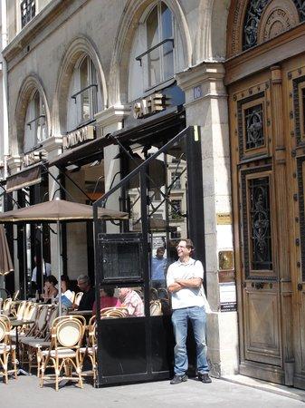 Le Paris London : área externa,