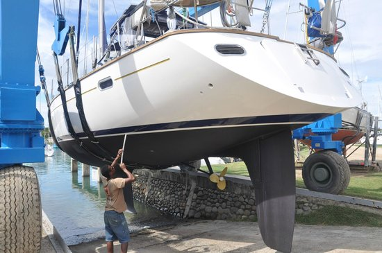 Vuda Point Marina Fiji: Vessel being returned to the water