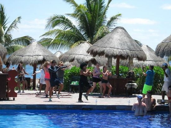 Now Sapphire Riviera Cancun: They had on-staff zumba classes