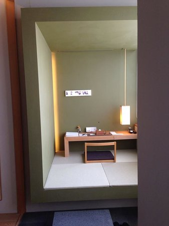 Hotel Kanra Kyoto: Little writing desk