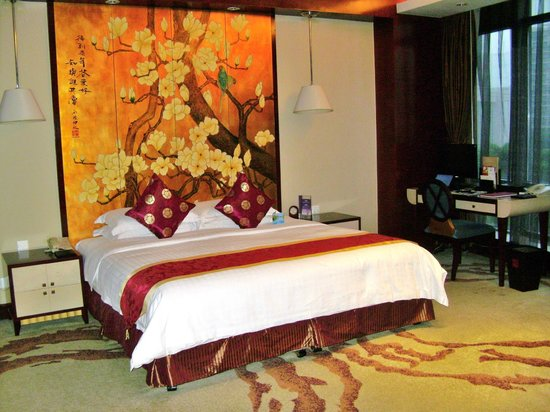 Jinke Grand Hotel: Decent size bed