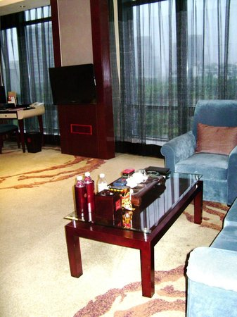 Jinke Grand Hotel: Lounge area in bedroom