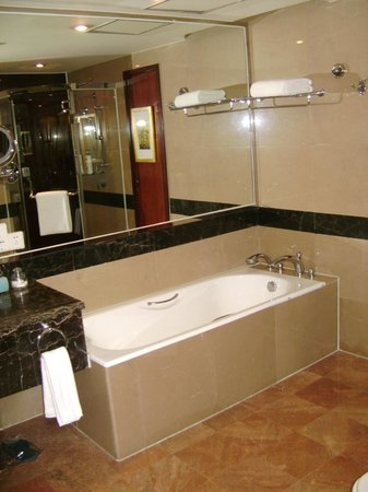 Jinke Grand Hotel: Bathroom, with bath and shower