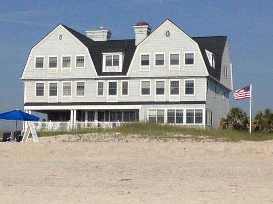 Elizabeth Pointe Lodge: House from the beach
