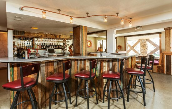 Hotel Becket: The famous CoffeePub - Free wine tastings and live music