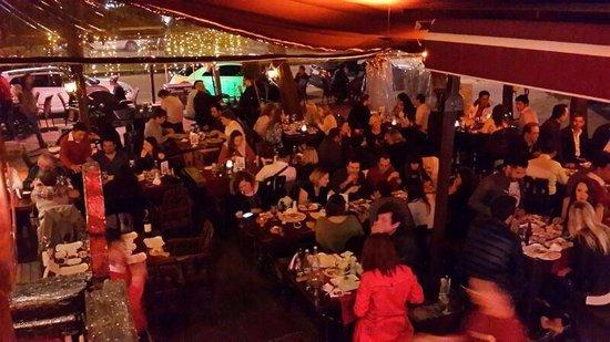 Ev Restaurant: Always full!!