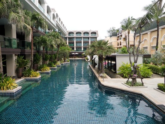 Phuket Graceland Resort & Spa: Ground floor room access to pool