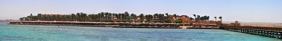 The Grand Makadi Hotel: Overall view towards GM from jetty