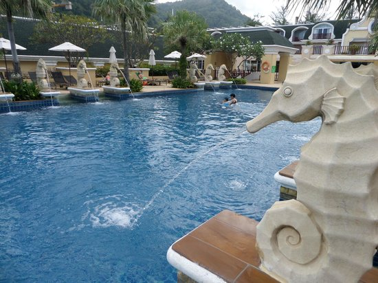 Phuket Graceland Resort & Spa: Top floor pool