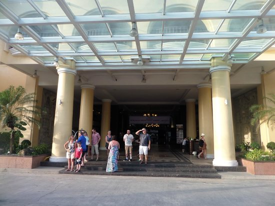 Phuket Graceland Resort & Spa: Entrance to lobby