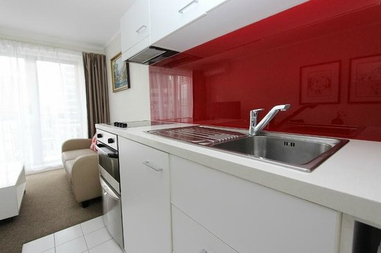 Waldorf Bankside Serviced Apartments : Superior Apartment Suite Kitchen