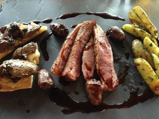 Holmenkollen Restaurant : And med snacks
